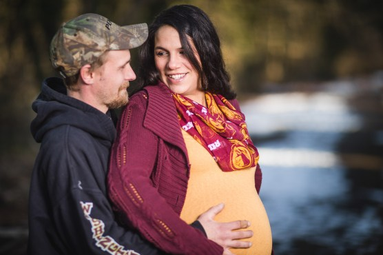A Mixed Light Maternity Portrait Session at Every-Park USA 02