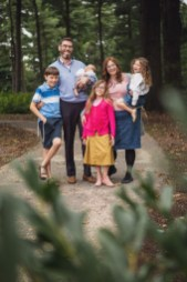 Felipe Didn't Let Rain Stop This Family Session at Lyndon Baines Johnson Memorial Grove in DC 03