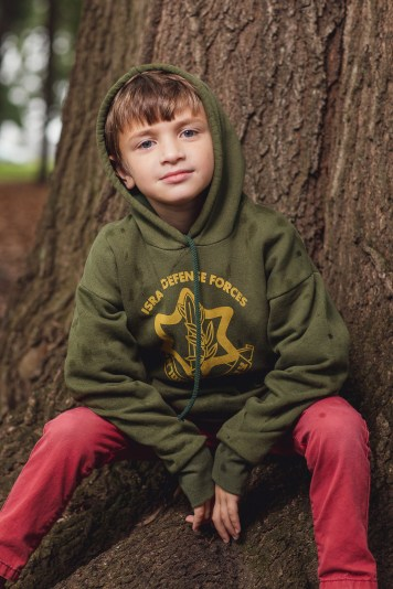 Felipe Didn't Let Rain Stop This Family Session at Lyndon Baines Johnson Memorial Grove in DC 16