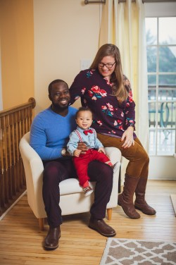 Felipe Captures This New Family's Portraits Right There in Their Home 01