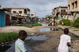 La voie qui permet d'accéder au Complexe scolaire est inondée et restera ainsi durant plusieurs mois. // Avotrou-Dandji - 2017