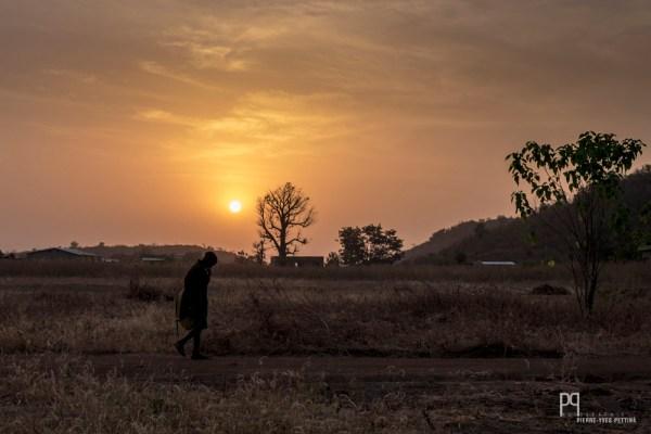 Les cours commencent tôt le matin. Les externes doivent partir à l'aube de chez eux afin d'arriver à l'heure. // Kandi - 2016