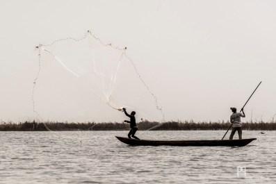 La pêche à l'épervier fait partie des techniques traditionnelles utilisées encore aujourd'hui. // Lac Nokoué - 2012