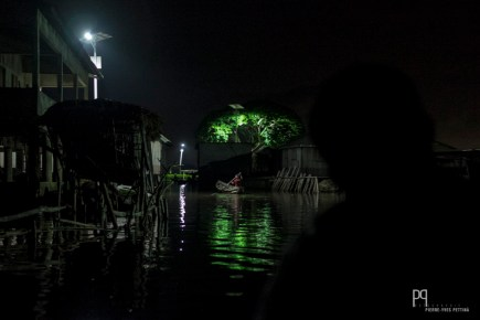 Obsèques, mariages, baptêmes: les fins de semaines sont souvent animées tard dans la nuit. // Ganvié - 2017