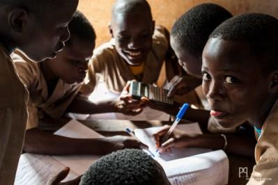 Dans tous le pays, l'APC (Apprentissage par compétences vendu par l' éducation canadienne) demande une structure de cours ultra-rigide et peu adaptée aux réalités locales. // Houègbo - 2013