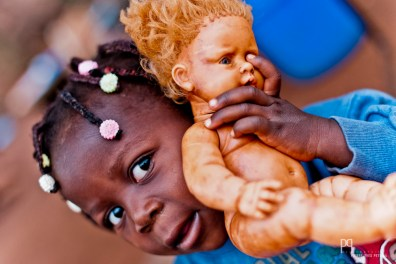 Offerte lors d'un de mes premiers séjours, cette poupée a dû vivre de sacrées aventures au fil des ans. // Ayou - 2012