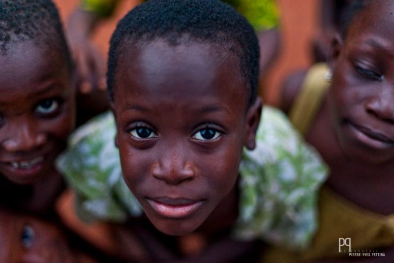 Petit homme croisé à la sortie du village, sur le chemin qui mène chez le dignitaire vaudou. // Ayou - 2013