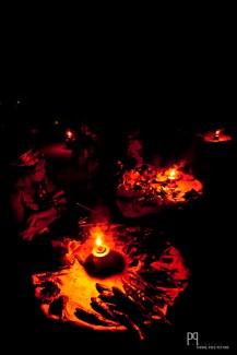 Sur le marché, les lanternes éclairent le panier de chaque vendeuse. // Ayou - 2012