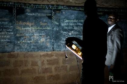 Visite d'une classe dans une petite école primaire non loin de Calavi. // Zé - 2016