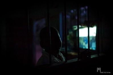 Le partage des blocs électrogènes a permis d'avoir accès à la télévision même dans de petits villages. // Ayou - 2013