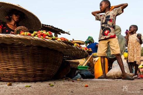 Vendeuse de piments sur un marché local. // Houègbo - 2012