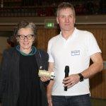 Ursula Schele (PETZE) und Rüdiger Schmedemann (SV Langwedel) beim 11. SVL Indoor-Cup – Kicken für den guten Zweck, Foto: Frank Afflerbach