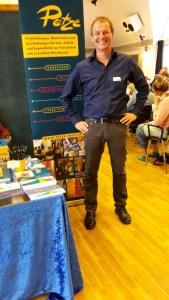 Ralf Specht präsentierte auf der Fachtagung die Entwürfe der geplanten Ausstellung Echt Mein Recht! und die Materialien der PETZE für Menschen mit Behinderung.