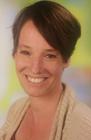 Das Foto zeigt ein Portrait von Jennifer Peters