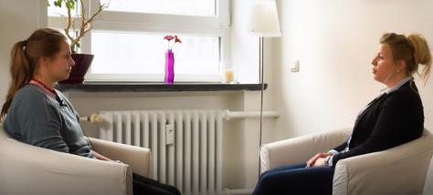 Ann-Kathrin Lorenzen im Gespräch mit Kim Sommer über ein Schutz- und Präventionskonzept Bild: PETZE