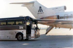 Collision entre un bus et un avion, de quoi faire la Une ?