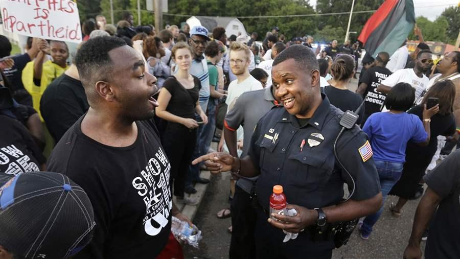 Does Diversifying Police Forces Reduce Tensions?