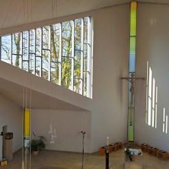 Der großzügige Altarraum
