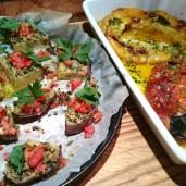Meine Lieblingsantipasti: Aubergine mit Parmesan und viel Knoblauch und eingelegte Paprika