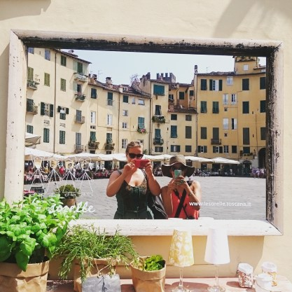 Gigi und ich auf dem Piazza dell'ANfiteatro