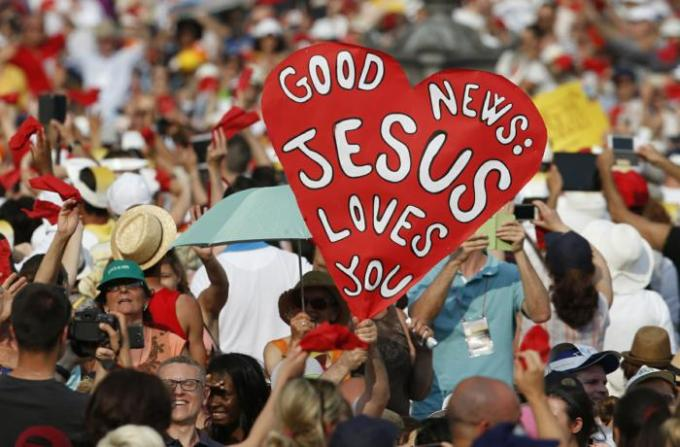 "A sign saying, ""Good news: Jesus Loves You,"" is seen as Pope Francis arrives to greet participants in the Renewal of the Spirit meeting in St. Peter's Square at the Vatican July 3. (CNS photo/Paul Haring) See POPE-CHARISMATICS July 6, 2015."
