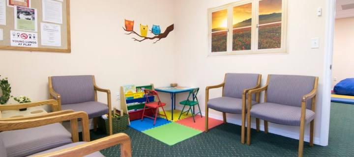 A picture of the waiting room - Play for Real Pediatric Occupational Therapy