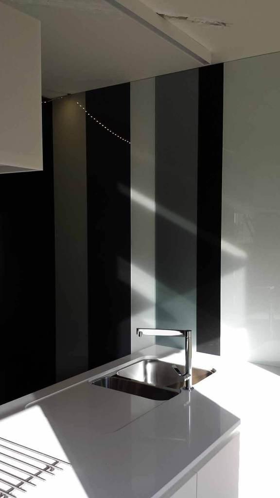 Pglas Glazen spatwand colorglas gelakt gehard glas zwart wit grijs 003