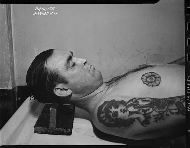 Morgue, man with floral tattoo, 1945 © LAPD, Image courtesy of Fototeka