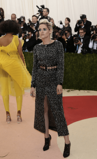 Kristin Stewart hates everything and her dress agrees