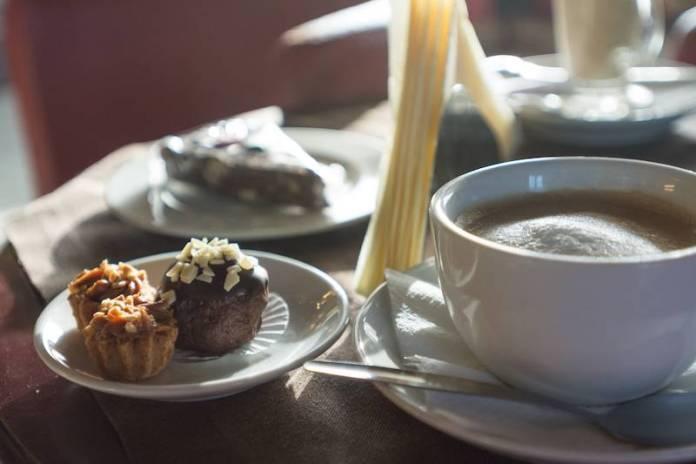 Kahve tatlı molası