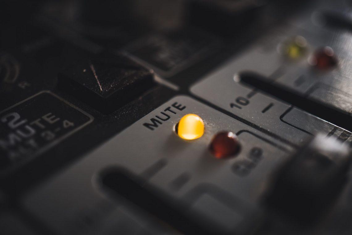 Mute light on audio mixer