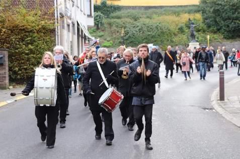 Défilé dans les rues de Court-St-Etienne