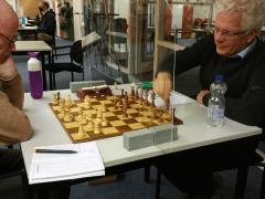 Ronde 3 werd afgewerkt met een schaakscherm over het. Volledig op maat gezaagd in in elkaat gezet door Jetze.