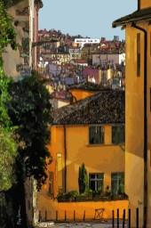 Lyon // Maison Jaune -- Medium 60x90 229€ // Large 80x120 359€