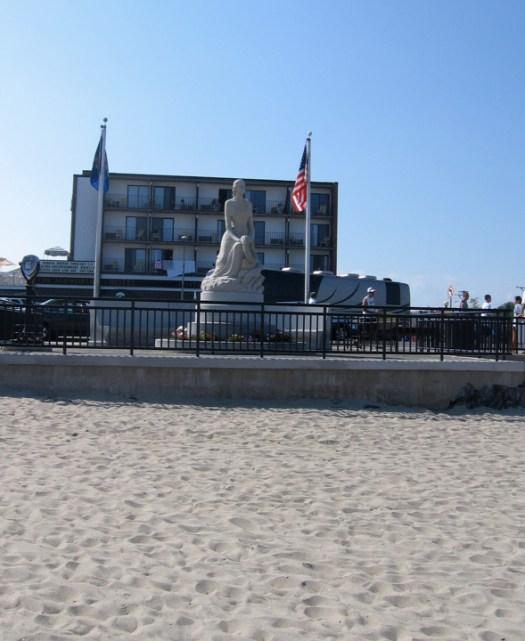 beachstatue.jpg