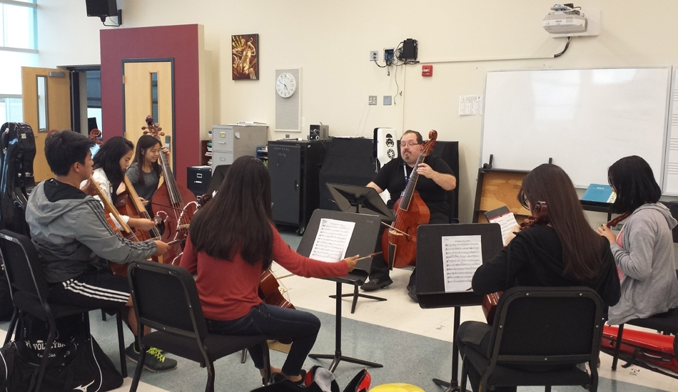 Phillip Serna working with students at Adlai E. Stevenson High School
