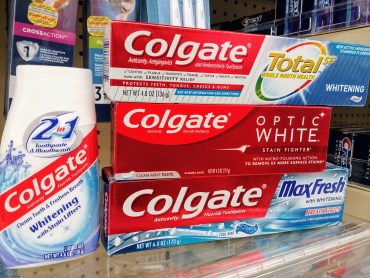 Colgate-toothpaste-at-Walgreens