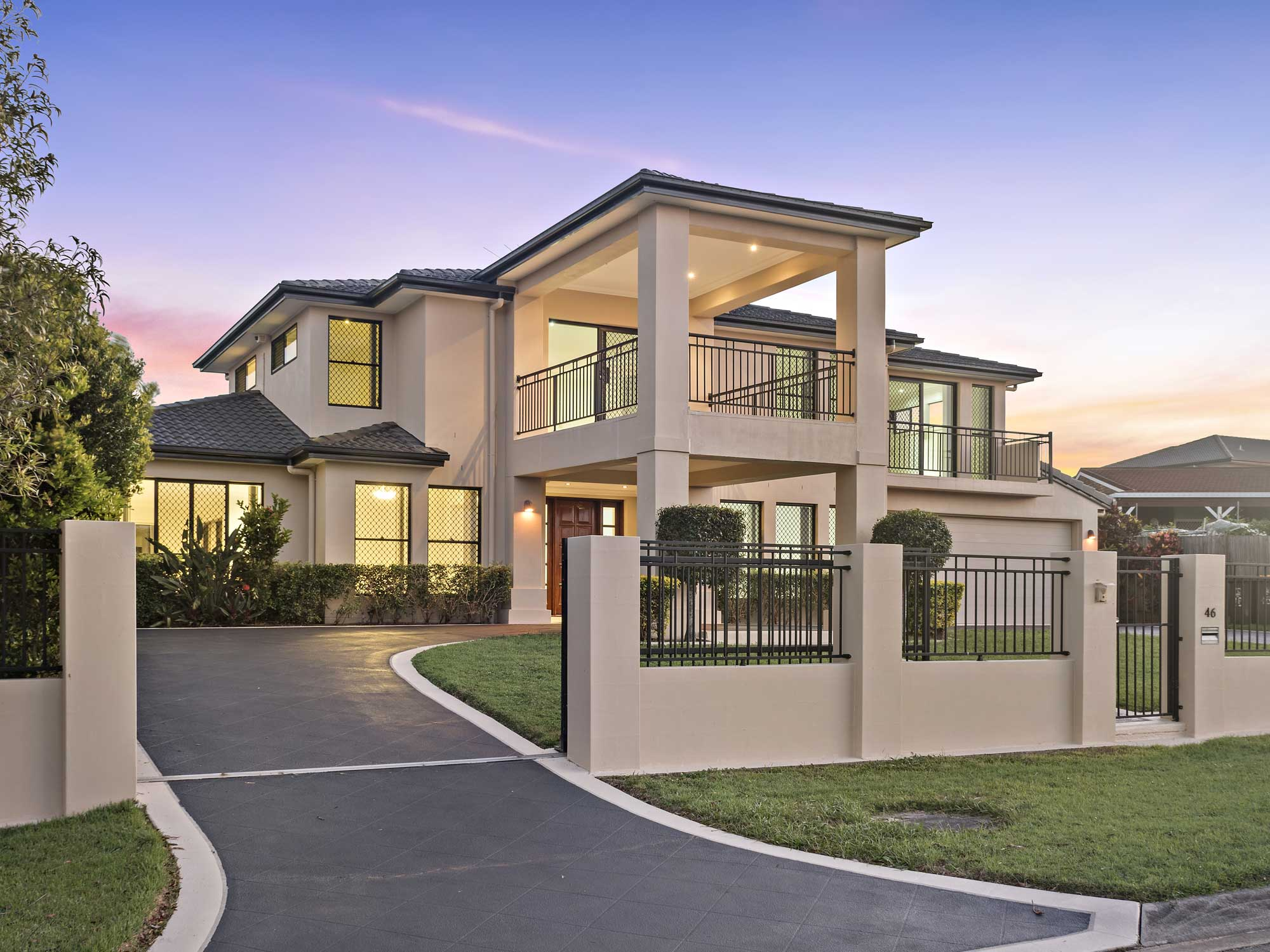 Photographing modern home for sale at Kuraby - Brisbane ... on Amazing Modern Houses  id=72377