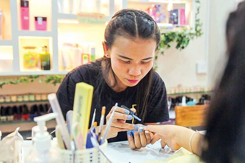 Bi Salon: The beauty parlour employing deaf, disabled ...