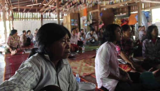 Members of the public from around Phnom Proek district in Battambang watch the verdict of the Khmer Rouge tribunal