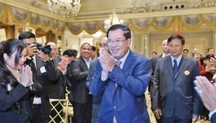 Prime Minister Hun Sen greets Cambodian expatriates last week in New York where he told the congregation that the CNRP had a plan to topple the government during the 2013 elections. PHOTO SUPPLIED