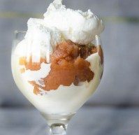 Schwedeneisbecher: Sundae with Applesauce and Advocaat