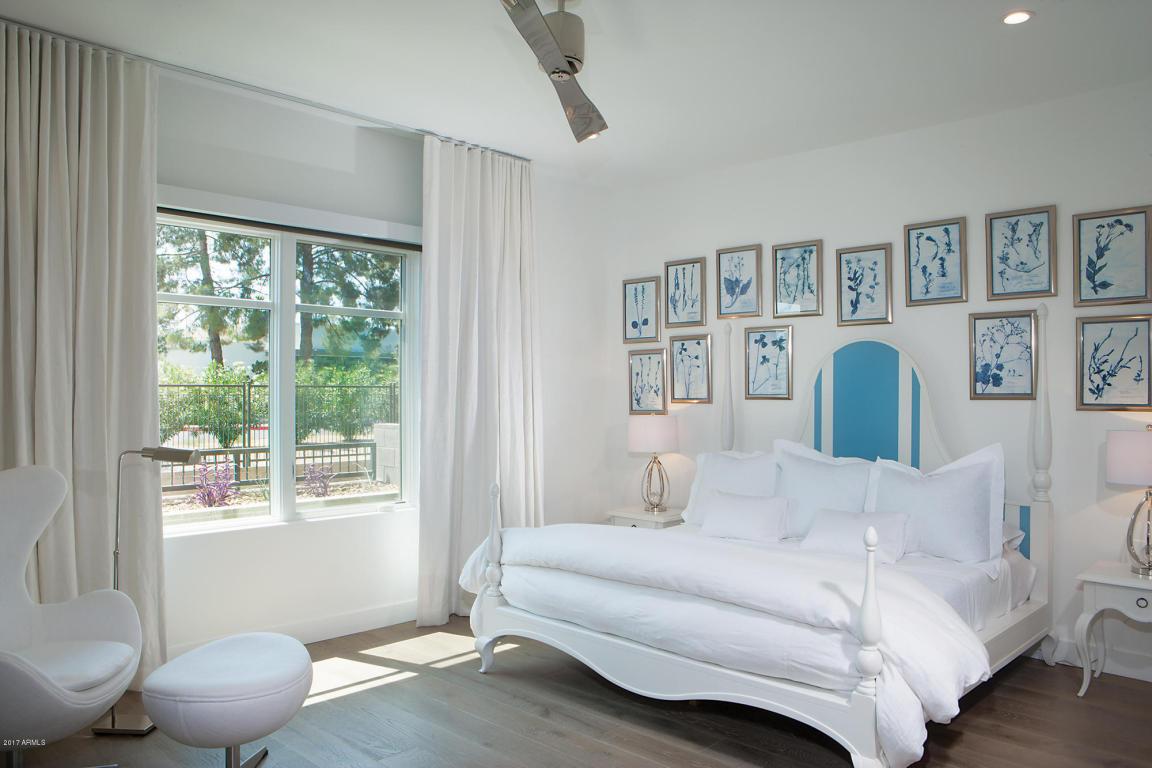 Enclave B1002 Master Bed