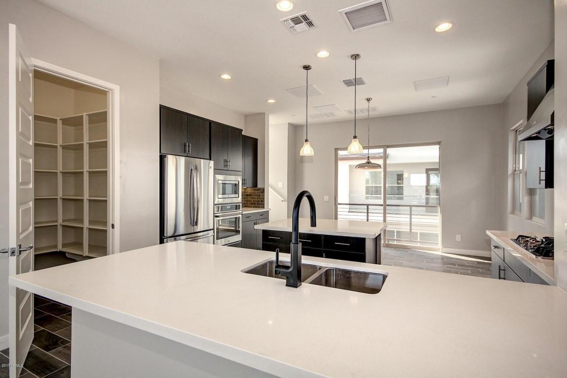 1024 Kitchen