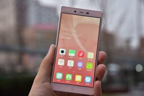 IUNI i1: A new smartphone marketing for female.