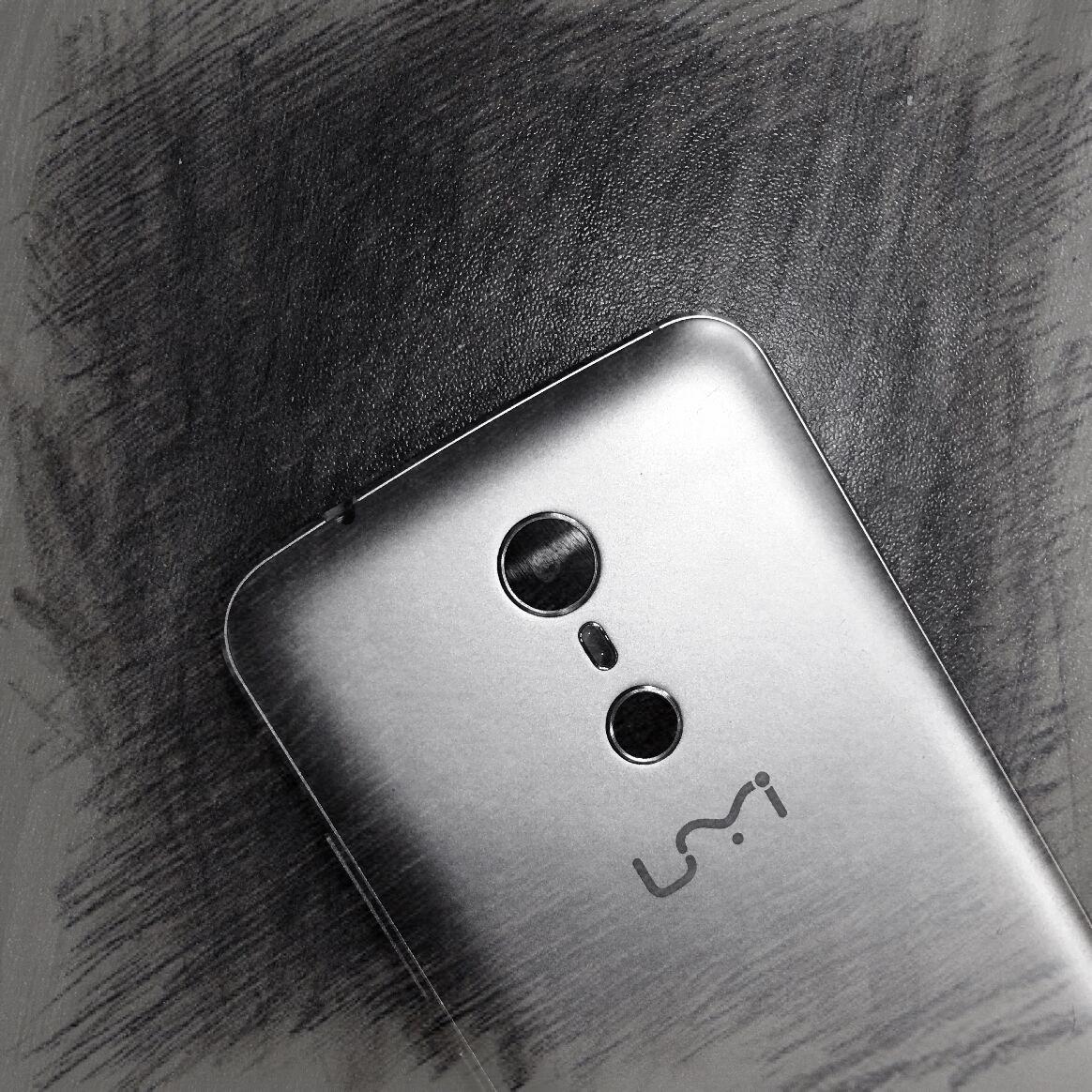 UMI Super : double capteur photo et écran sans bordure