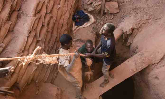 Miners in the DRC pull up a bag of cobalt