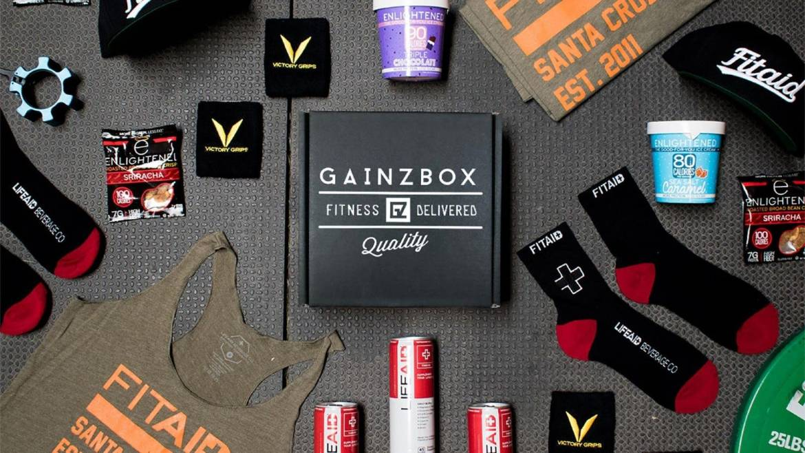 Workout accessories and socks in Gainzbox