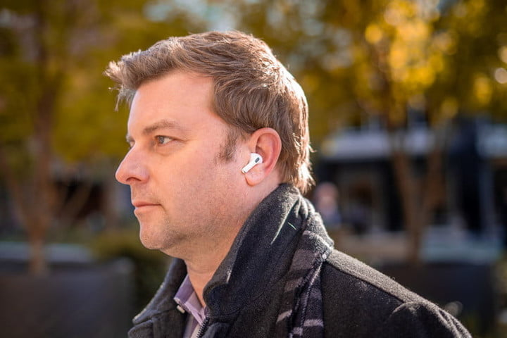 Man weraing Apple AirPods Pro outdoors.