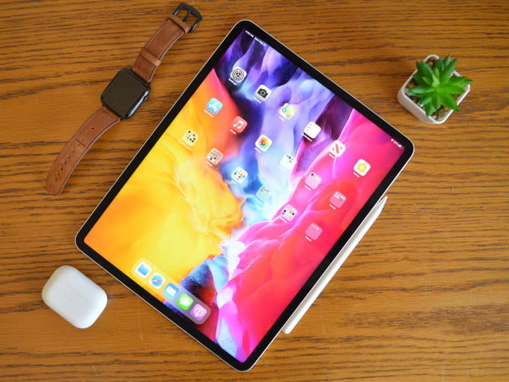 The iPad Pro 2021 on a table, showing the screen.
